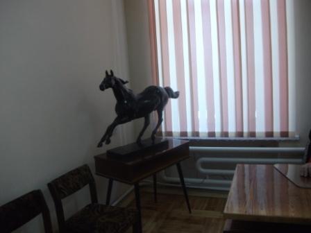 Скульптура в кабинете начкона