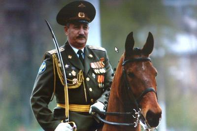 Жуковский с шашкой на лошади