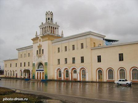 Главный вход на Пятигорский ипподром