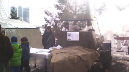 армейская каша и чай для гостей