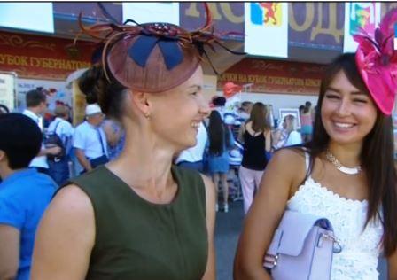 Девушки в шляпках